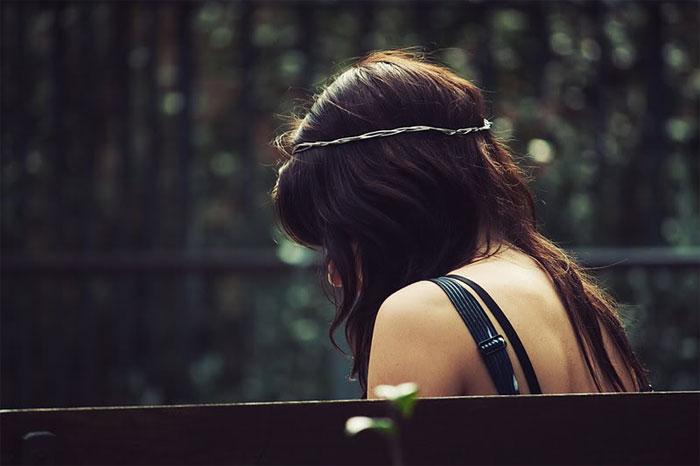 אישה שרגילה להיות לבד